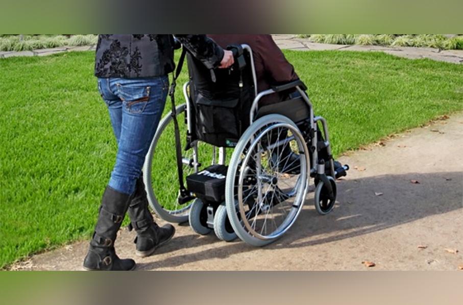 Mujer llevaba un muerto en una silla de ruedas para cobrar la pensión
