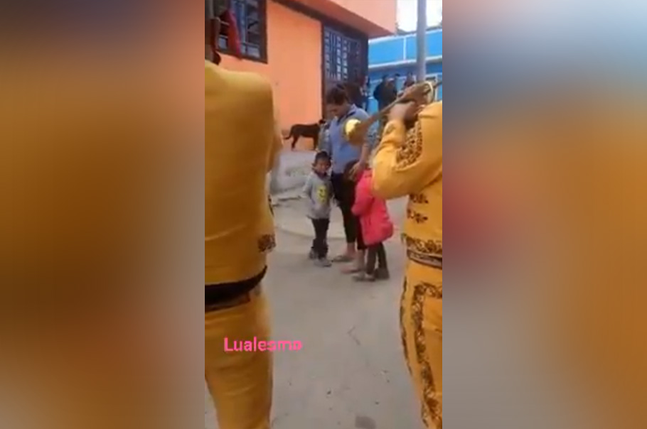 Niño ahorra mil pesos en todo un año para darle como regalo una serenata a su madre