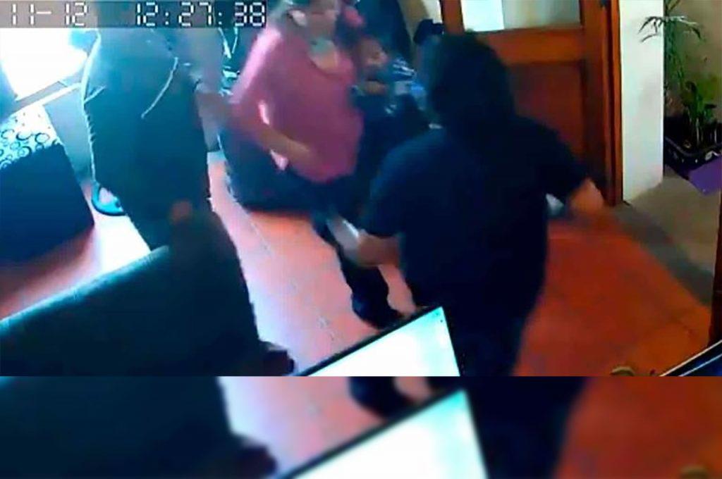 Regidor de Tasquillo Hidalgo golpea a su expareja frente a una cámara