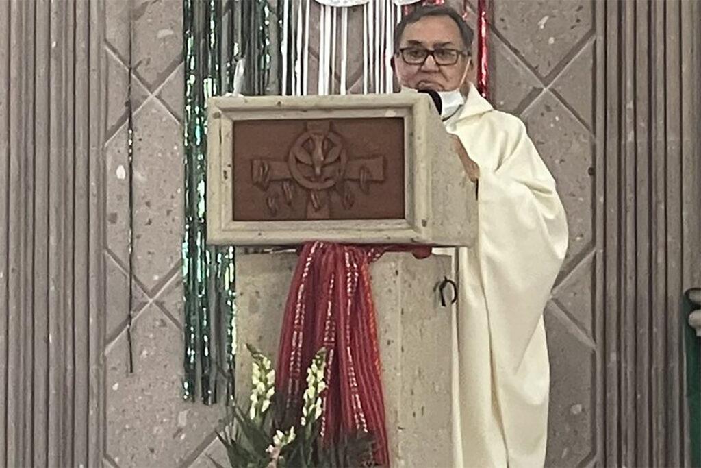 «Una mujer que aborta, ya no sirve para nada»: Sacerdote que se manifestó en contra del aborto es exhibido
